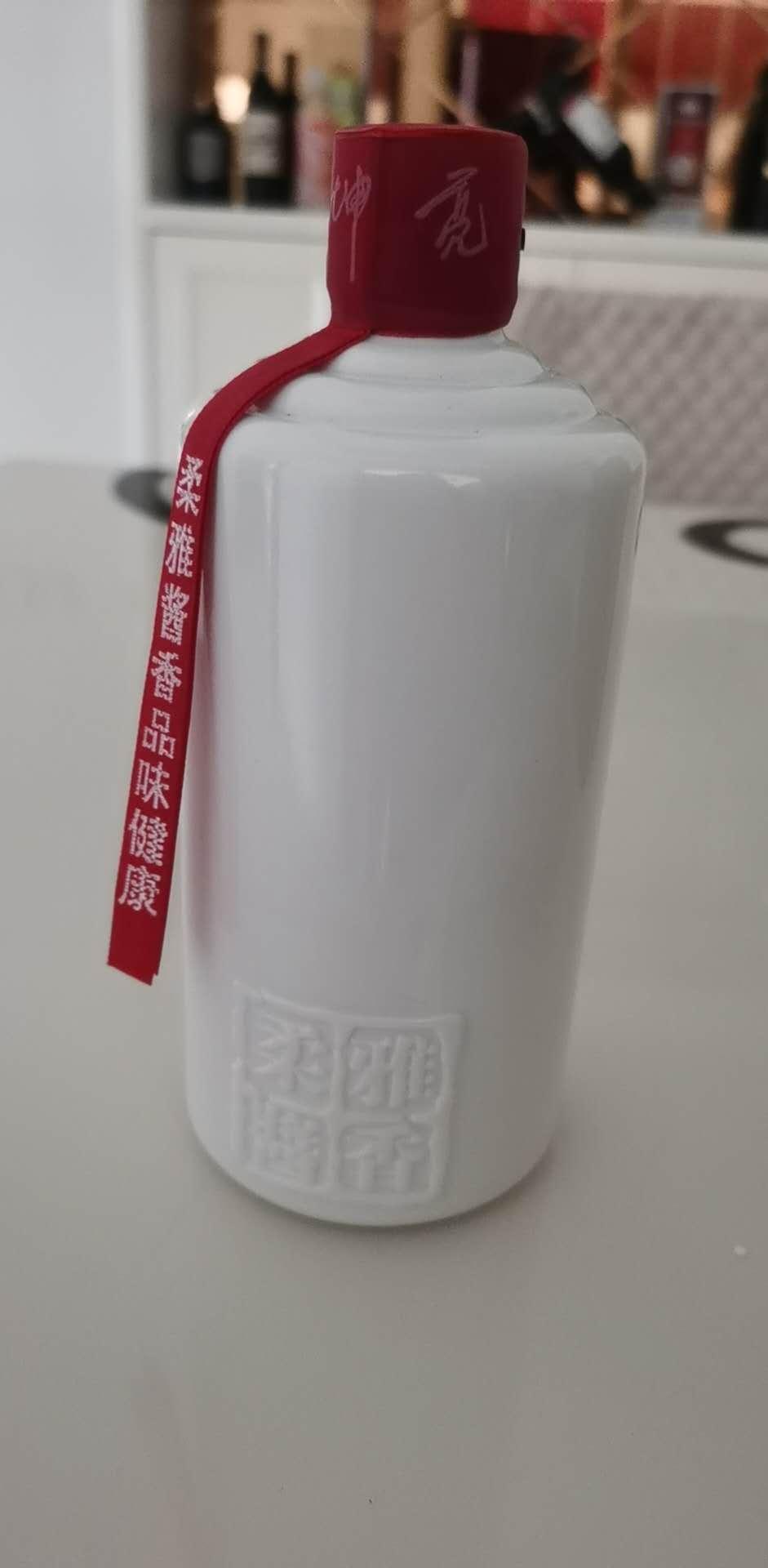 �u酒大��郭坤亮�u香白酒